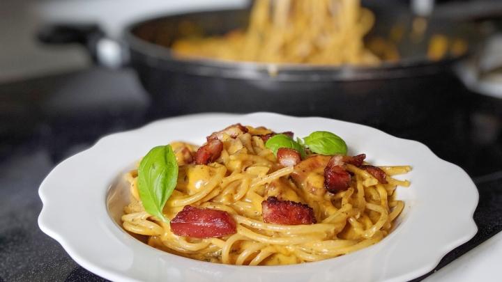 Spaghetti « one pot » crémeux à la citrouille et aubacon